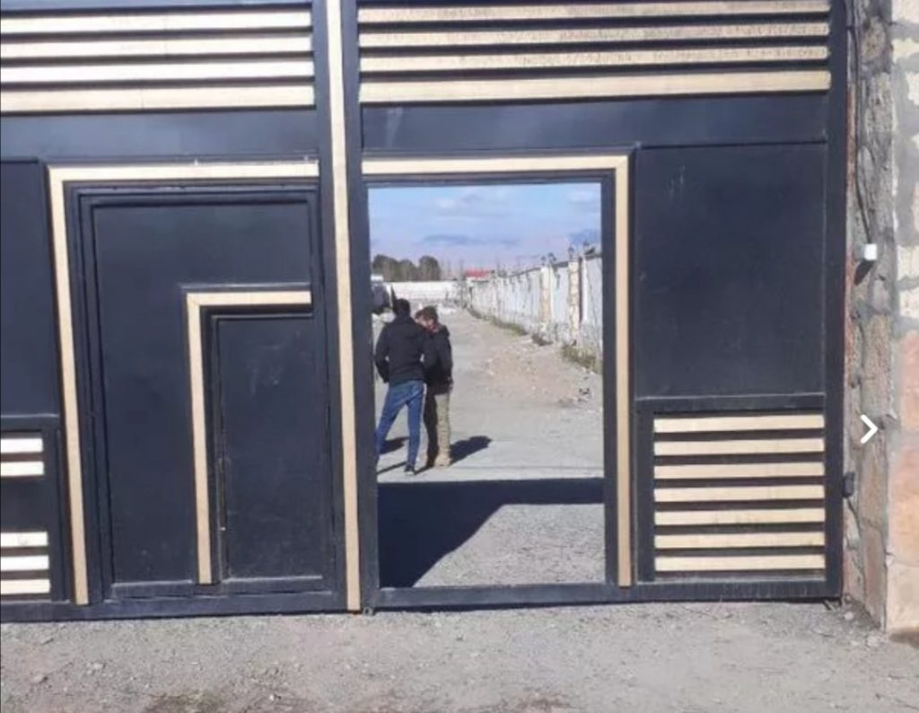 ۱۰۰۰ متر زمین سندار داخل مجتمع دور دیوار استخر